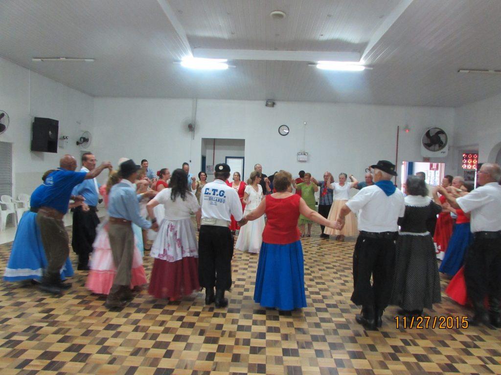 Baile da terceira idade no CSU próspera